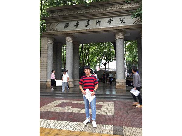 西安美术学院朱梓雨